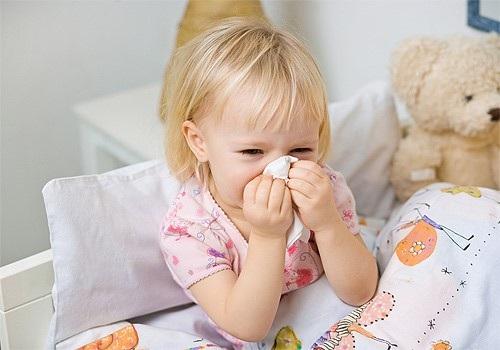 Xử trí viêm mũi ở trẻ nhỏ khi trời lạnh - Ảnh 1.
