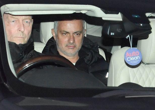 Mourinho rời Carrington sau khi bị Man Utd sa thải