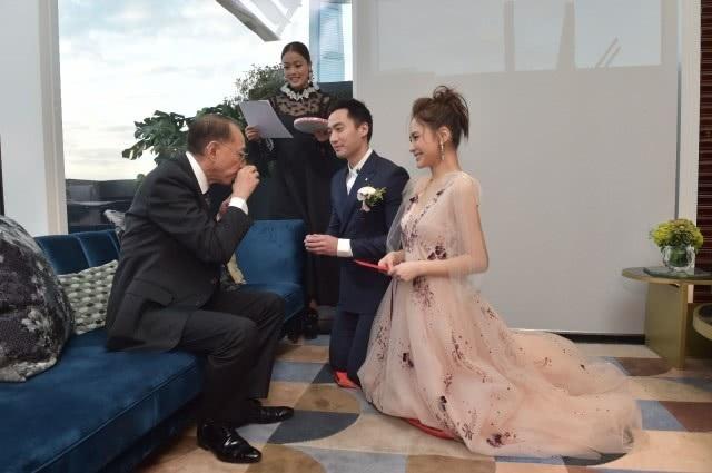 Chung Hân Đồng xinh như công chúa trong tiệc cưới ngoài trời - Ảnh 8.