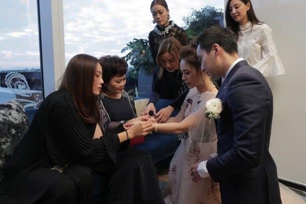Chung Hân Đồng xinh như công chúa trong tiệc cưới ngoài trời - Ảnh 11.