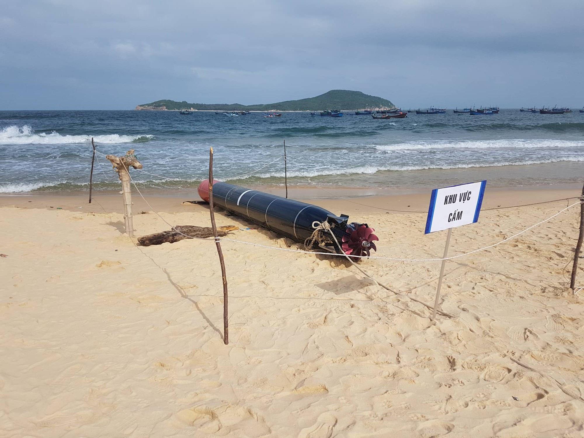 Vật thể nghi là ngư lôi có chữ Trung Quốc trôi trên biển Phú Yên - Ảnh 3.