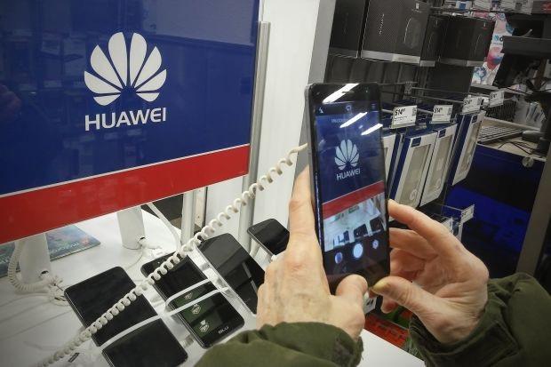 Mỹ và Trung Quốc tiếp tục căng thẳng, TV cuộn LG sắp thương mại hóa - Ảnh 2.