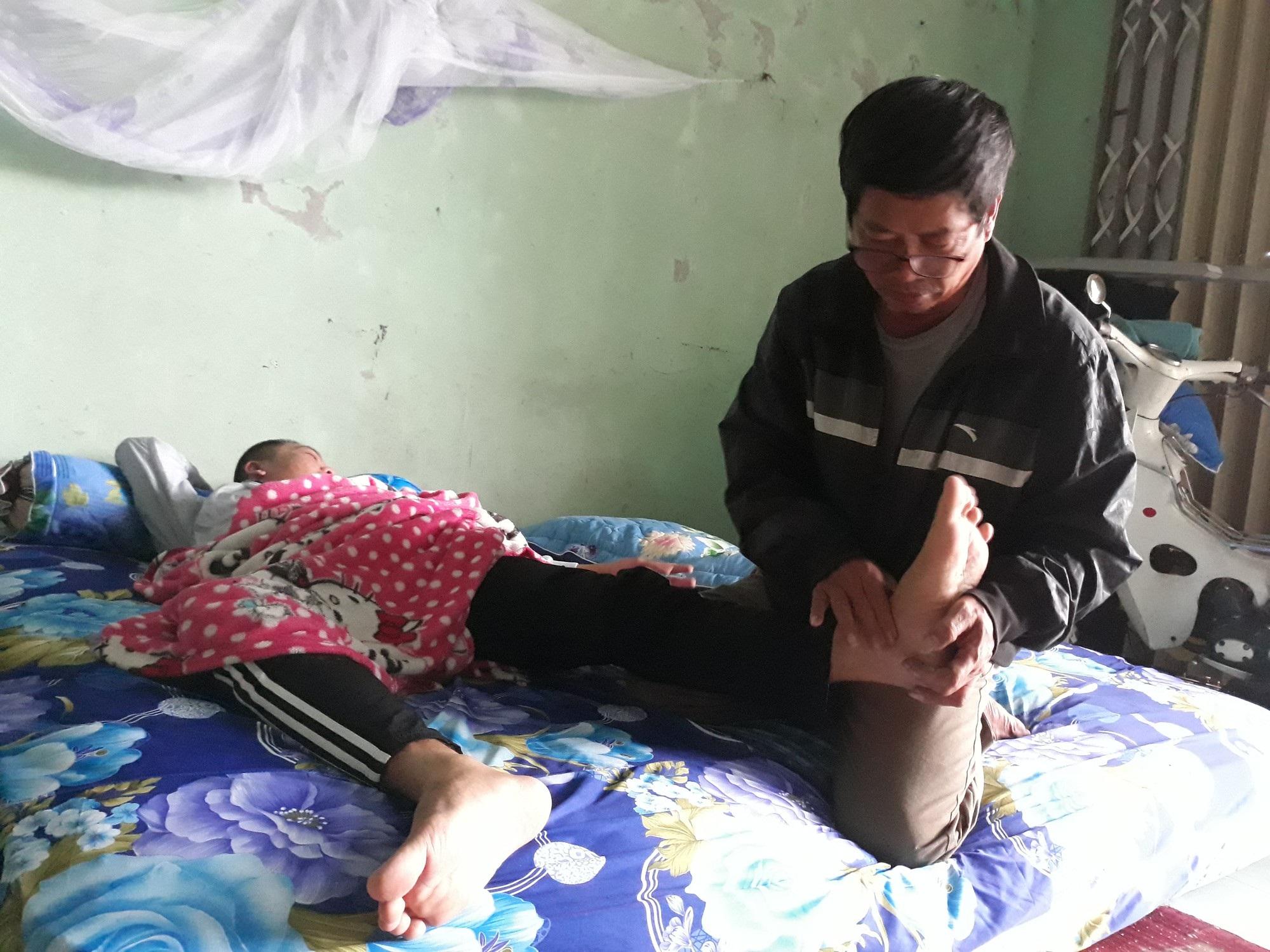 Thương cha già vất vả nuôi con trai bị lao màng não nằm liệt giường - Ảnh 5.