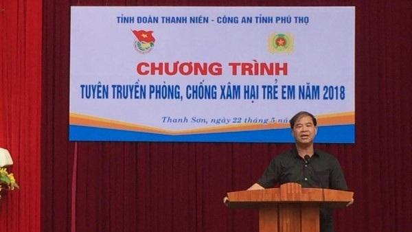 Ông Đinh Bằng My phát biểu tại một hoạt động ngoại khóa của trường.