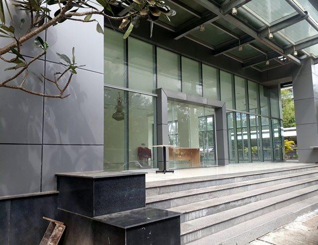 Tòa nhà được hoàn thành vào khoảng năm 2011 nhưng hầu như cho đến nay luôn trong tình trạng hoang vắng.