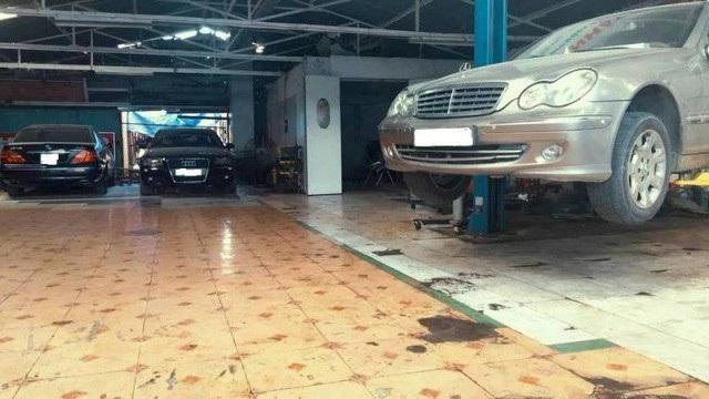 Xe ngập nước tại TP.HCM là cơ hội cho cánh sửa xe kiếm bộn tiền