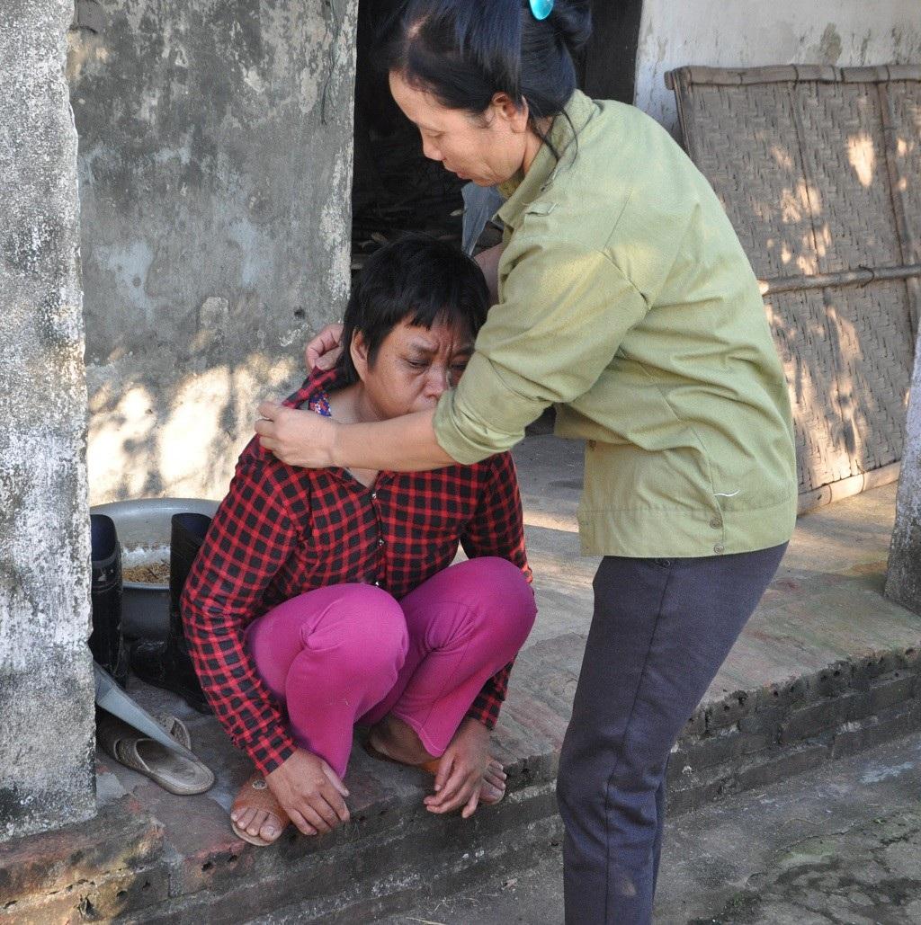 Bị ấu trùng giun đũa chó, người đàn bà khốn khổ không được đi viện vì phải ở nhà chăm 2 em thần kinh - Ảnh 3.