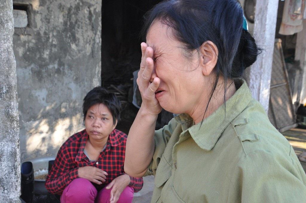 Bị ấu trùng giun đũa chó, người đàn bà khốn khổ không được đi viện vì phải ở nhà chăm 2 em thần kinh - Ảnh 4.