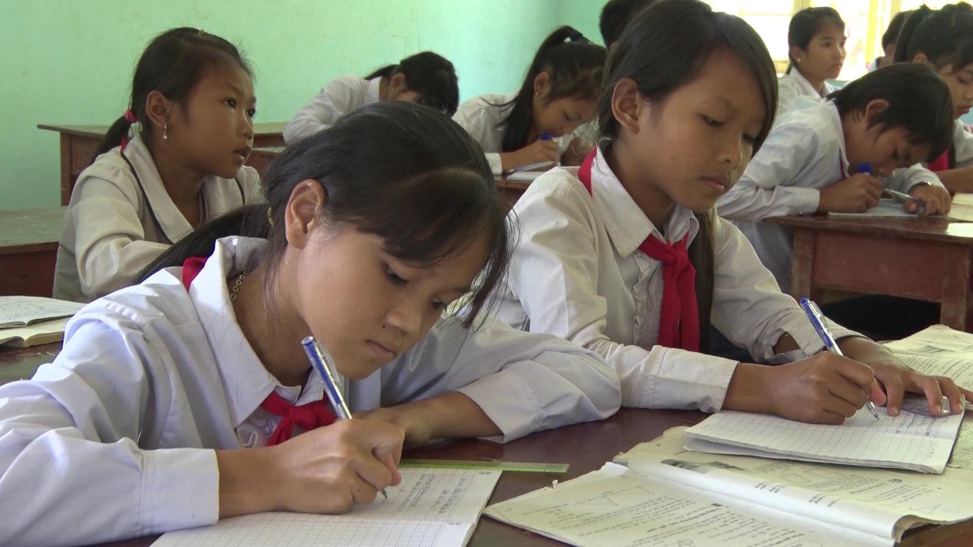 Giáo viên vùng cao chăm lo từng bữa ăn cho học trò nghèo - Ảnh 4.