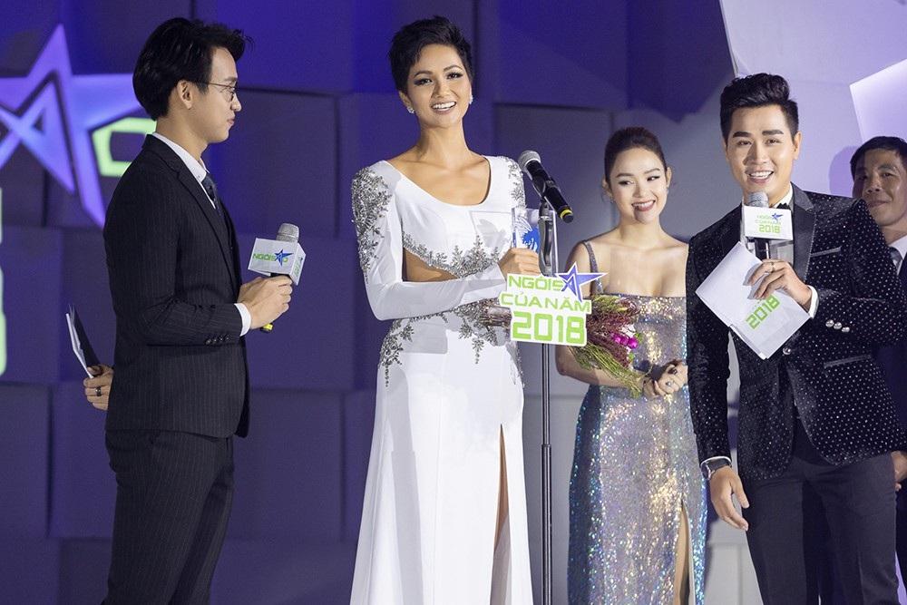 """Hoa hậu H'hen Niê được vinh danh """"Ngôi sao vì cộng đồng"""" - Ảnh 1."""