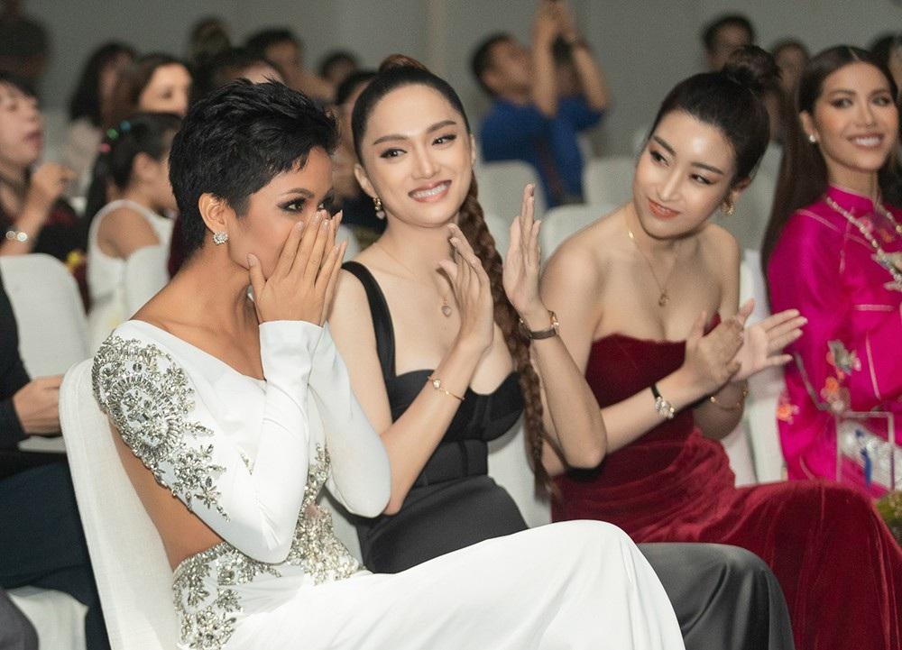 """Hoa hậu H'hen Niê được vinh danh """"Ngôi sao vì cộng đồng"""" - Ảnh 3."""
