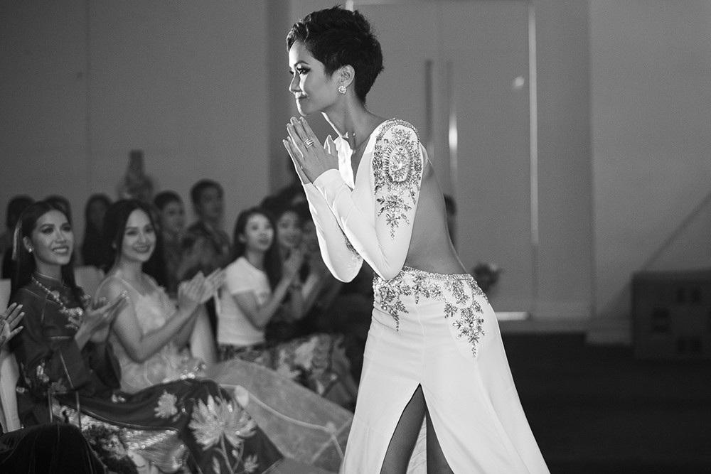 """Hoa hậu H'hen Niê được vinh danh """"Ngôi sao vì cộng đồng"""" - Ảnh 4."""