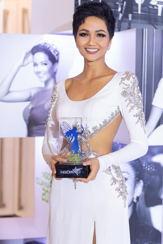 """Hoa hậu H'hen Niê được vinh danh """"Ngôi sao vì cộng đồng"""" - Ảnh 2."""