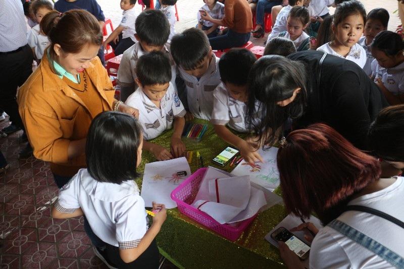Học sinh, phụ huynh háo hức với Ngày hội đọc sách - Ảnh 7.