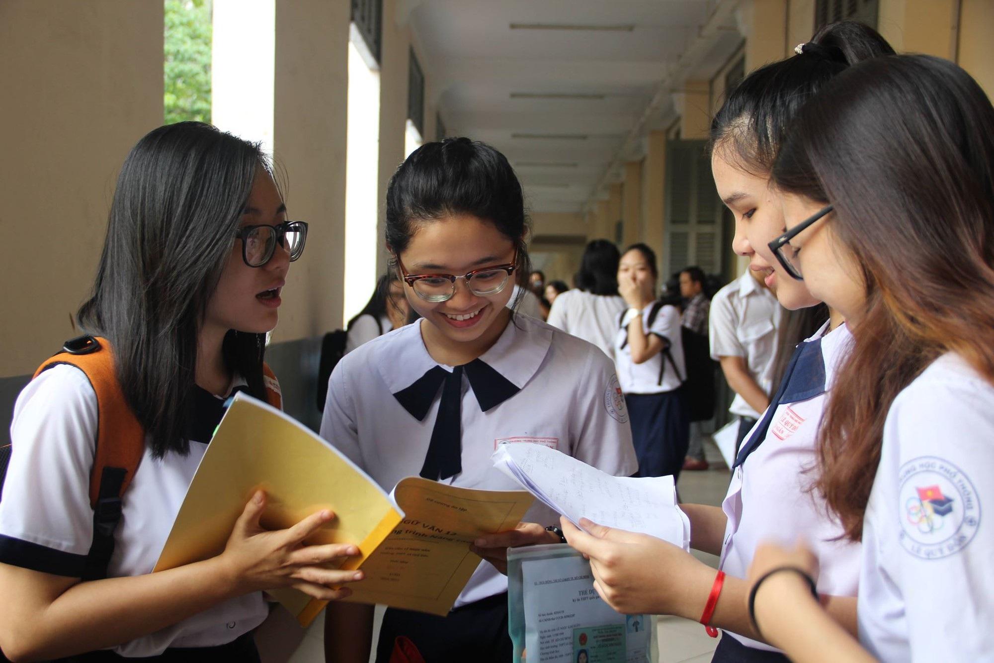 TPHCM: Ôn thi THPT quốc gia không được gây quá tải cho học sinh - Ảnh 1.