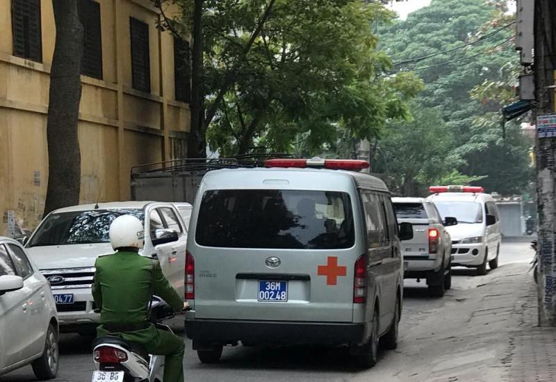 Hàng loạt xe cứu thương chở lãnh đạo đi dự hội nghị? - Ảnh 1.