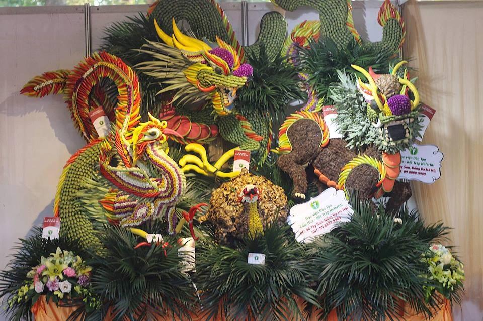 """Mãn nhãn tác phẩm hình rồng """"khổng lồ"""" được tạo từ 1,2 tấn hoa quả ở Hà Nội - Ảnh 15."""