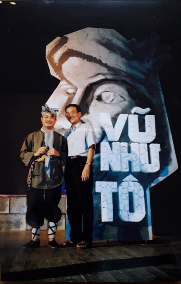 Bức ảnh đầy kỷ niệm của nghệ sĩ Trương Nhuận với nghệ sĩ Anh Tú khi anh tham gia vở Vũ Như Tô