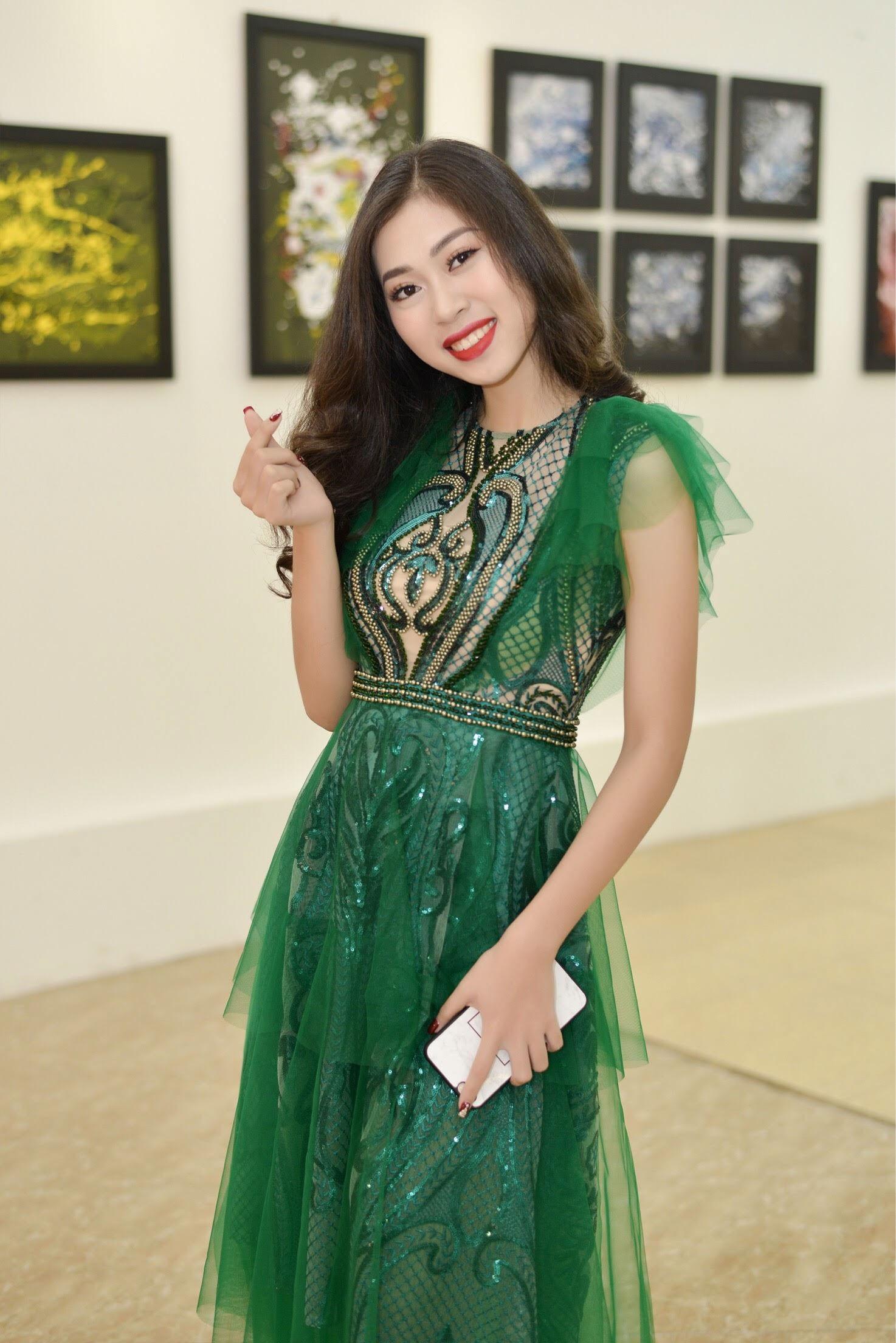 """Sao Mai Huyền Trang đẹp mặn mà ngày """"trở lại"""" showbiz - Ảnh 2."""