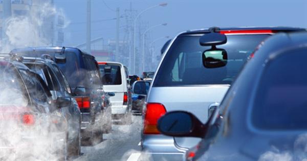 Đi ô tô, xe máy chịu thêm phí khí thải: Bộ Tài chính nói là đề xuất của cử tri! - Ảnh 1.