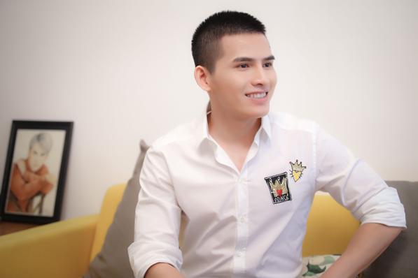 """Quán quân Vietnam Idol Quốc Thiên tự tin hơn sau khi """"dao kéo"""" - Ảnh 1."""