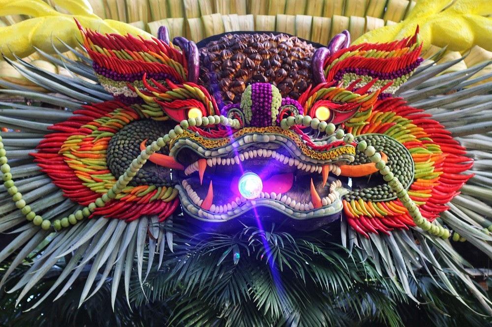 """Mãn nhãn tác phẩm hình rồng """"khổng lồ"""" được tạo từ 1,2 tấn hoa quả ở Hà Nội - Ảnh 3."""