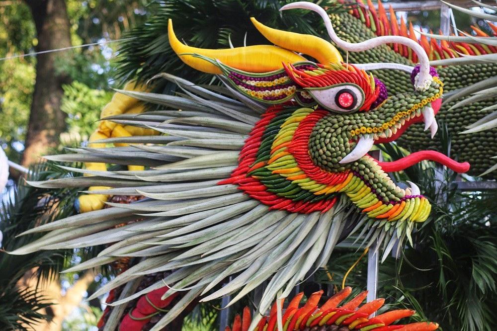 """Mãn nhãn tác phẩm hình rồng """"khổng lồ"""" được tạo từ 1,2 tấn hoa quả ở Hà Nội - Ảnh 2."""