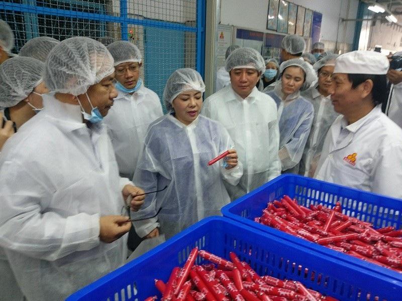 Bộ trưởng Y tế thị sát vấn đề an toàn thực phẩm tại Sài Gòn - Ảnh 1.