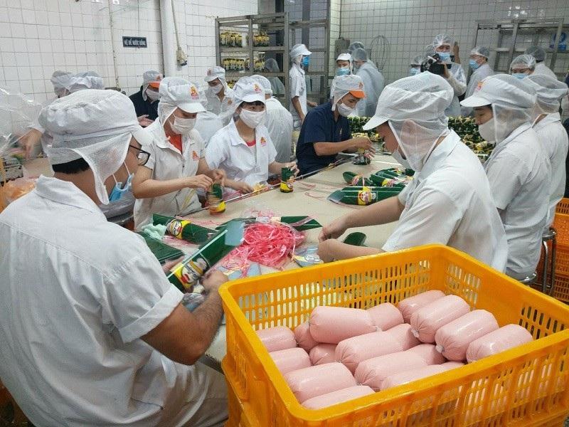 Bộ trưởng Y tế thị sát vấn đề an toàn thực phẩm tại Sài Gòn - Ảnh 2.