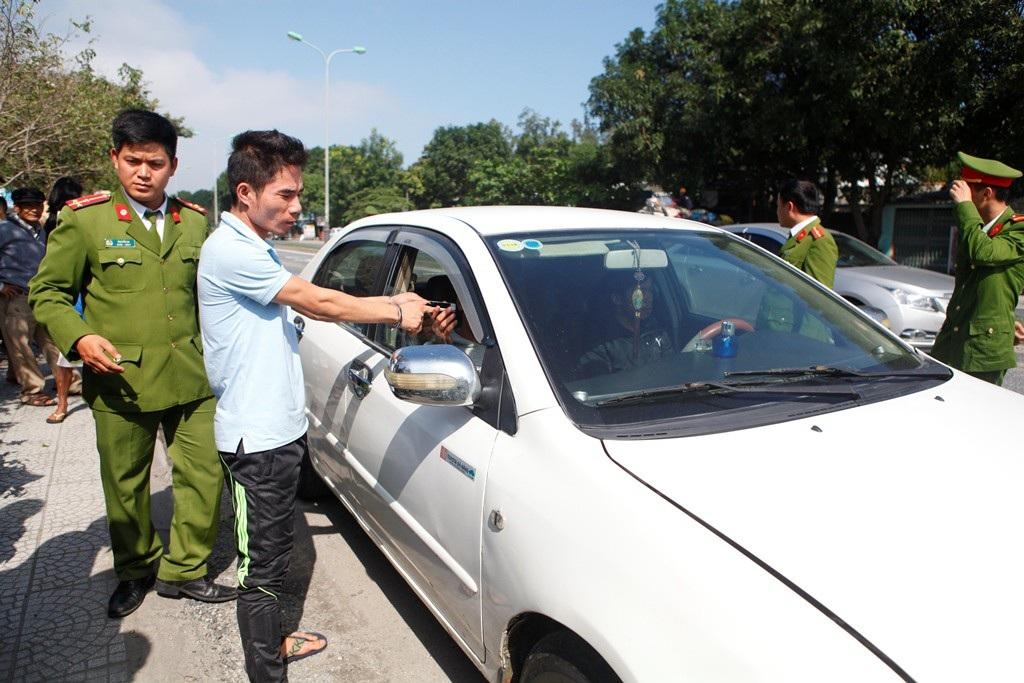 Thuê xe ô tô đi dọc quốc lộ 1A để trộm tài sản - Ảnh 1.