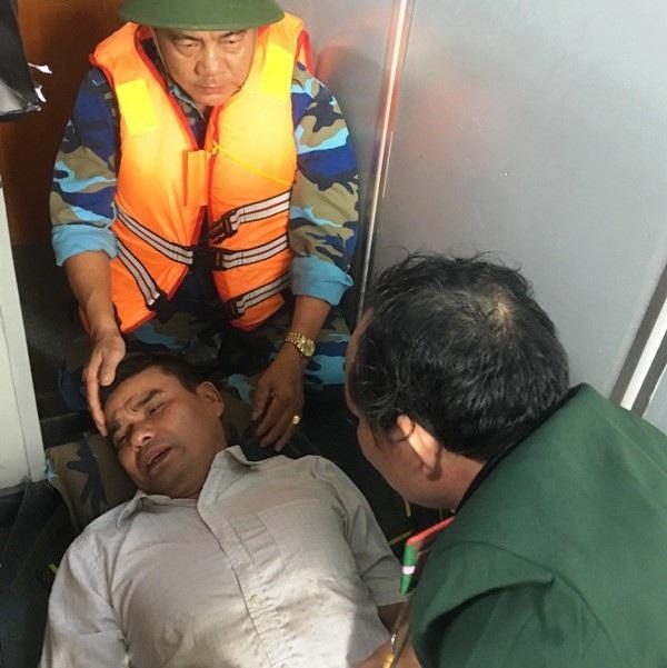 Kịp thời cứu thuyền viên bị đau ruột thừa trên biển, đưa vào đất liền cấp cứu - Ảnh 1.
