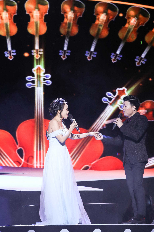 Ca sĩ Vũ Thắng Lợi bật khóc trên sân khấu khi nhắc đến bố mẹ - Ảnh 9.