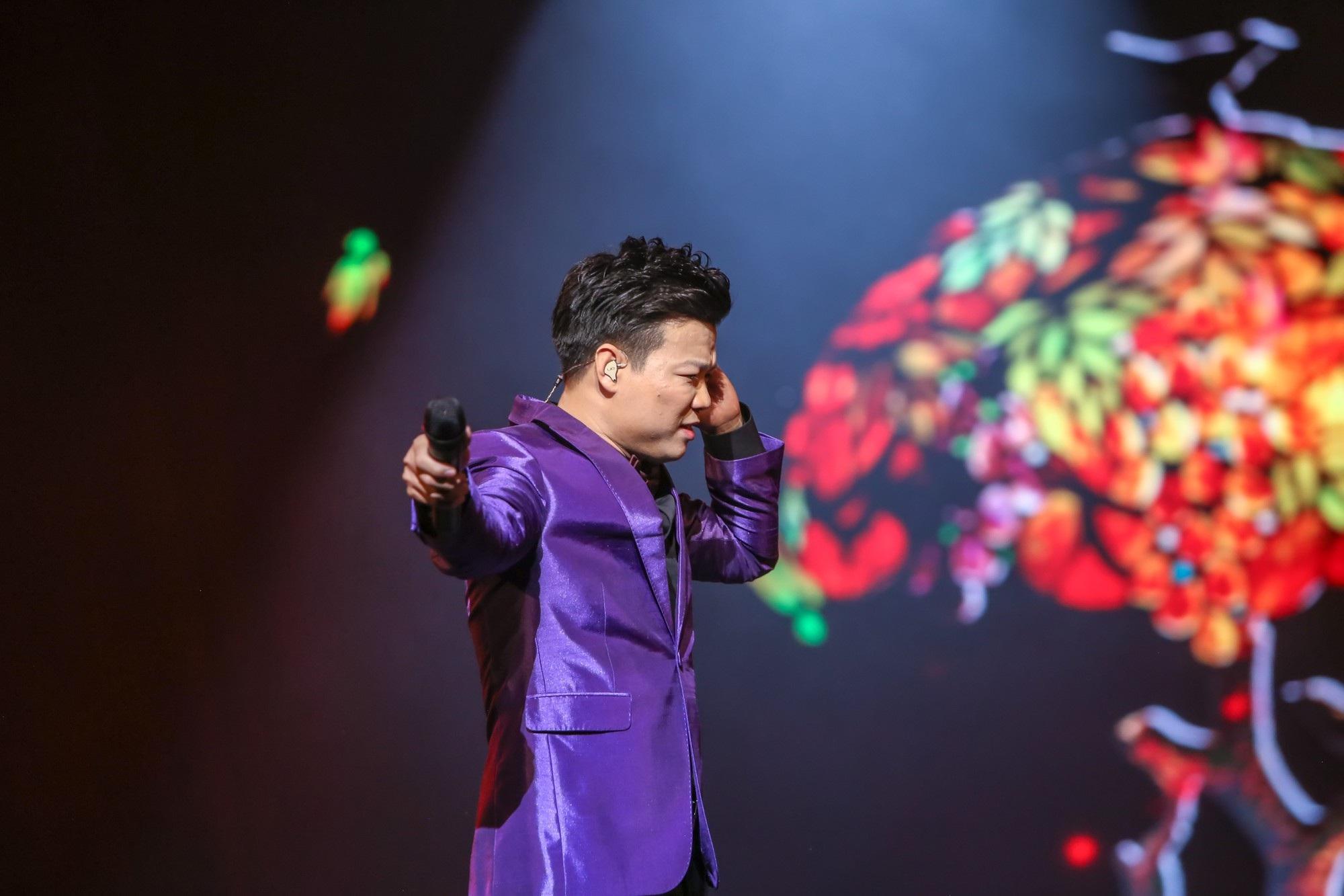 Ca sĩ Vũ Thắng Lợi bật khóc trên sân khấu khi nhắc đến bố mẹ - Ảnh 11.