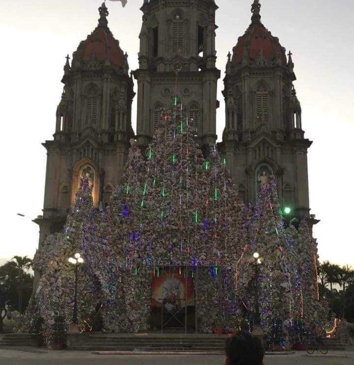 Hang đá dựng trước nhà thờ cháy rụi trước thềm Giáng sinh - Ảnh 3.