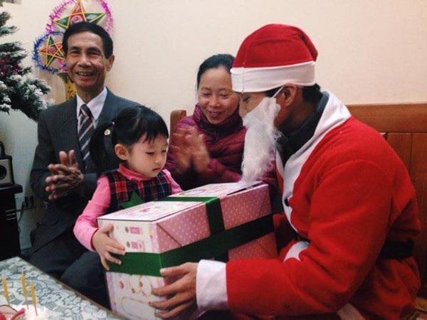 Ông già Noel kiếm được bao nhiêu tiền mùa Giáng sinh? - Ảnh 2.