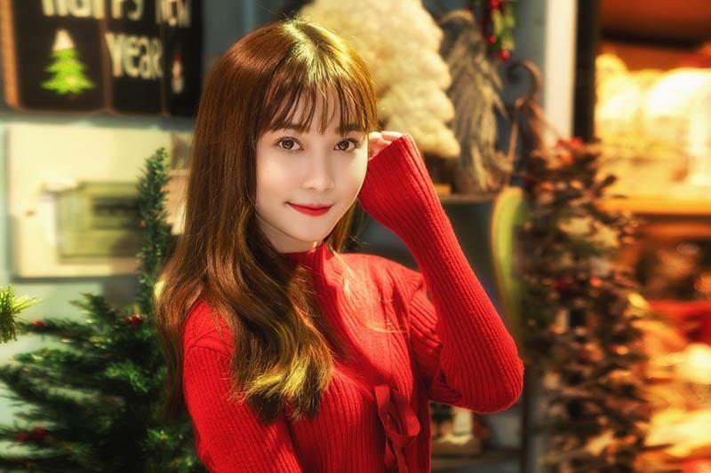 Thiếu nữ Sài thành xinh đẹp đón mùa Giáng sinh - Ảnh 6.