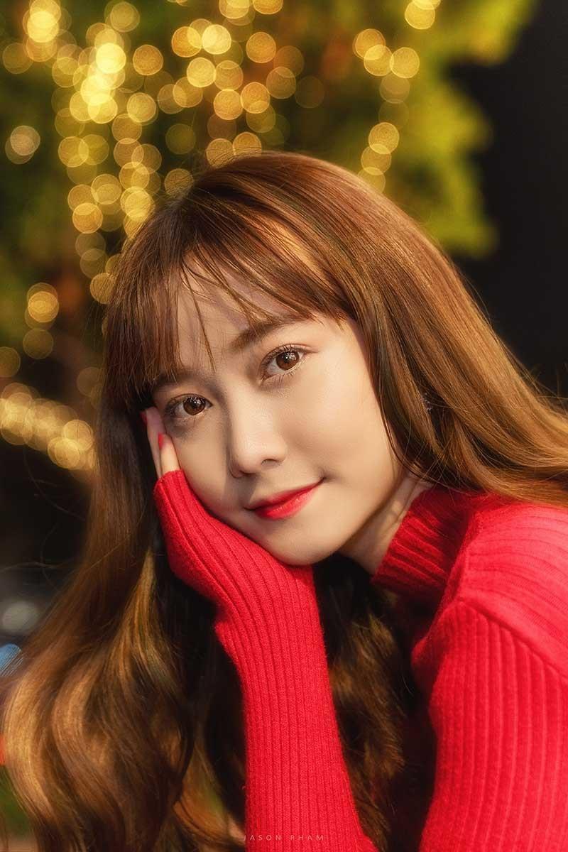 Thiếu nữ Sài thành xinh đẹp đón mùa Giáng sinh - Ảnh 3.