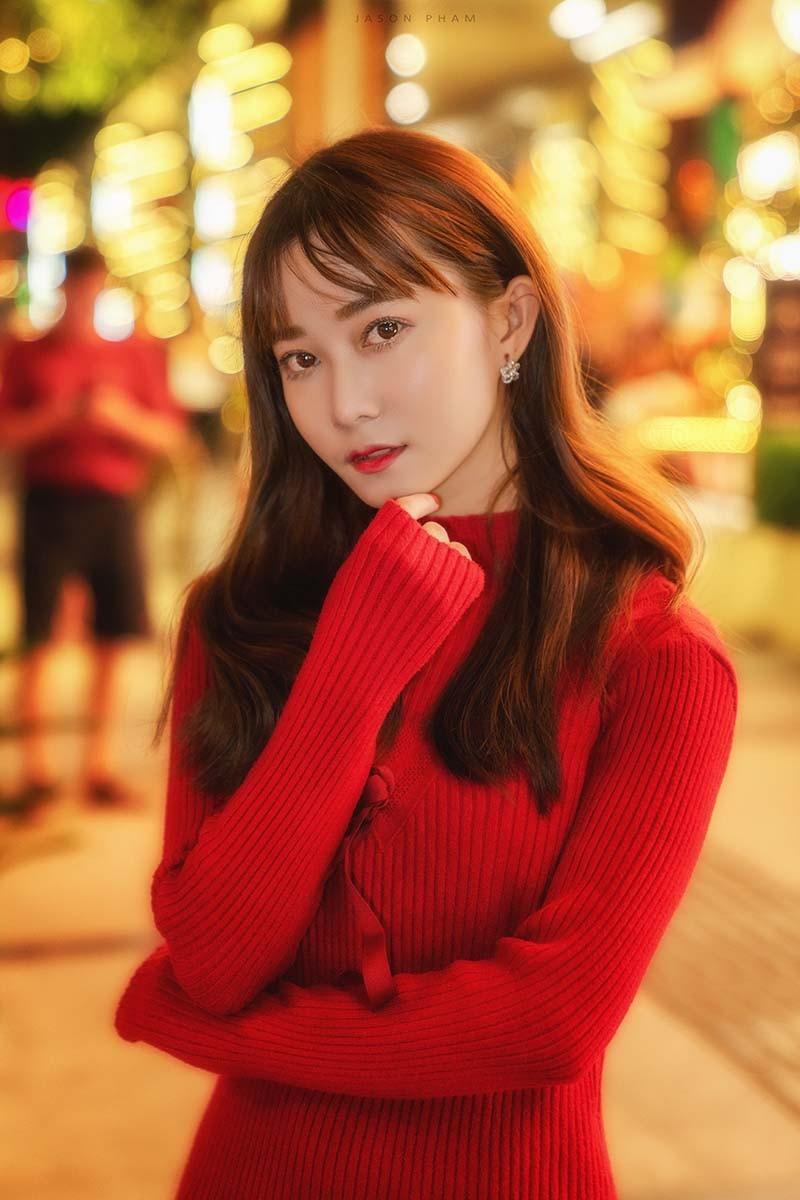Thiếu nữ Sài thành xinh đẹp đón mùa Giáng sinh - Ảnh 2.