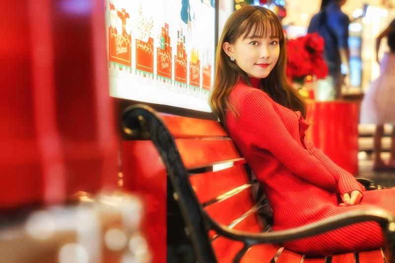 Thiếu nữ Sài thành xinh đẹp đón mùa Giáng sinh - Ảnh 1.