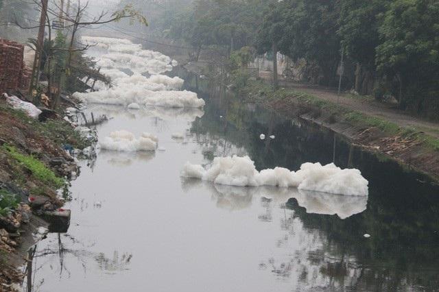 Hà Nam thông báo khẩn về tình hình ô nhiễm nước sông - Ảnh 2.