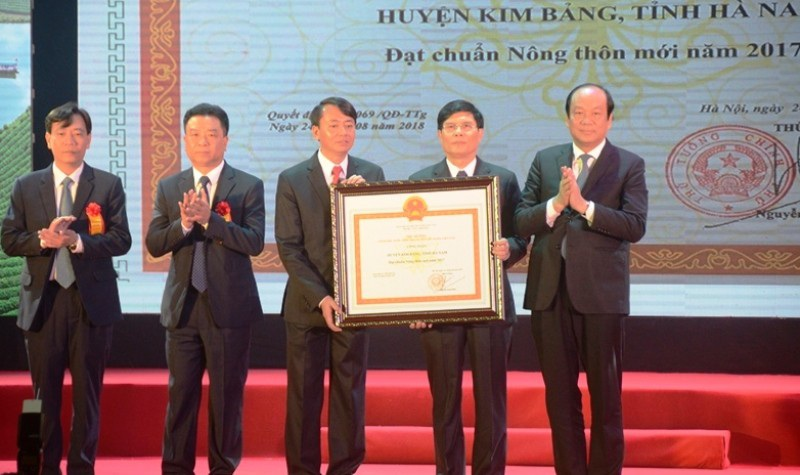 Huyện Kim Bảng được công nhận huyện đạt chuẩn nông thôn mới - Ảnh 1.