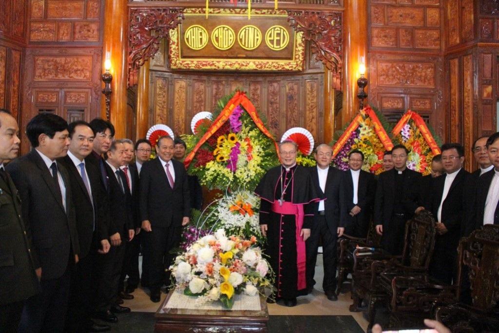Phó Thủ tướng Trương Hòa Bình chúc mừng Giáng sinh Tổng Giám mục Huế - Ảnh 3.