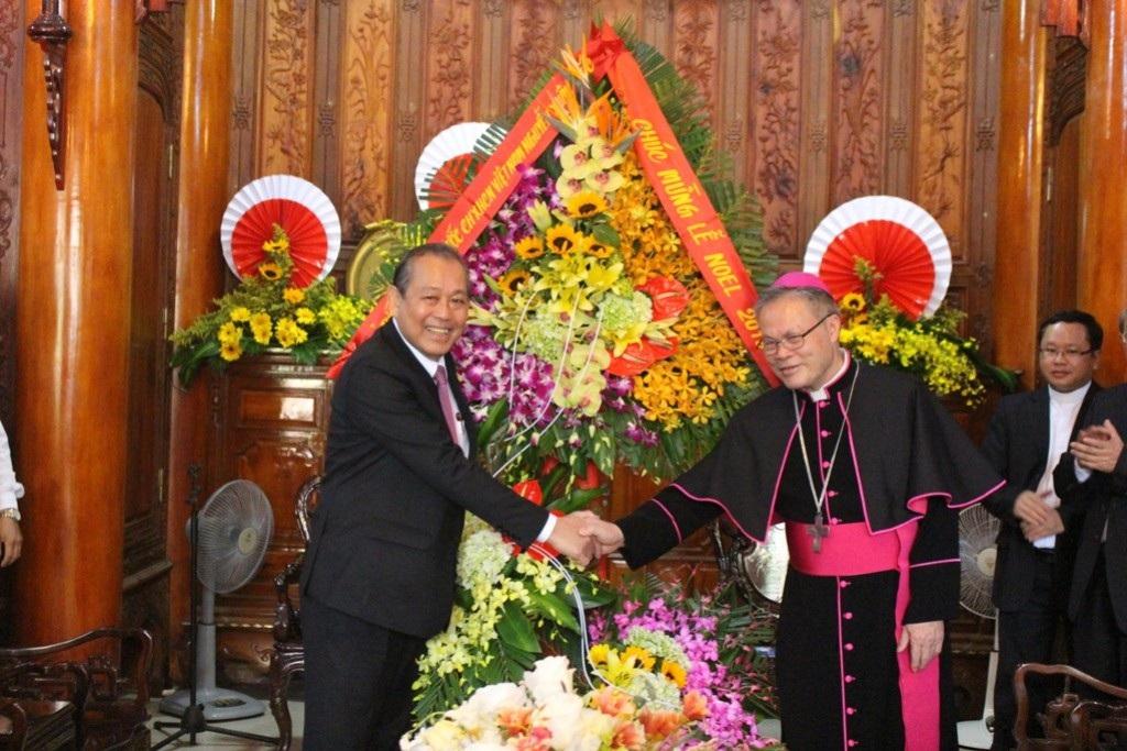 Phó Thủ tướng Trương Hòa Bình chúc mừng Giáng sinh Tổng Giám mục Huế - Ảnh 2.