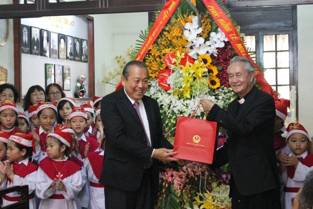 Phó Thủ tướng Trương Hòa Bình chúc mừng Giáng sinh Tổng Giám mục Huế - Ảnh 4.