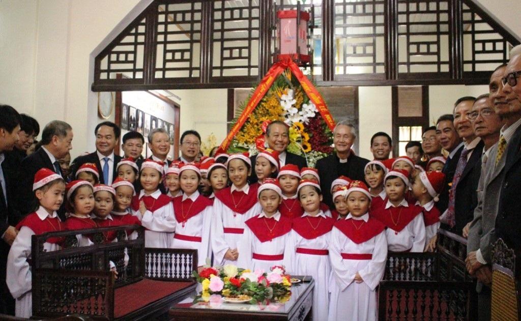 Phó Thủ tướng Trương Hòa Bình chúc mừng Giáng sinh Tổng Giám mục Huế - Ảnh 5.