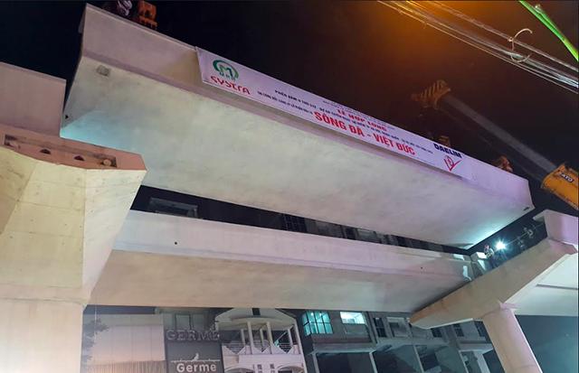 Hợp long toàn tuyến trên cao đường sắt ga Hà Nội - Nhổn - Ảnh 1.