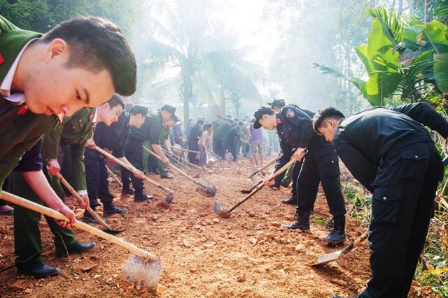 Chiến sĩ trẻ mang đông ấm lên xã nghèo vùng cao - Ảnh 6.