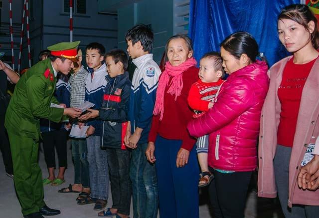 Chiến sĩ trẻ mang đông ấm lên xã nghèo vùng cao - Ảnh 5.