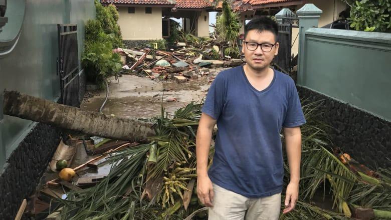 Du khách nghẹn ngào nhớ lại khoảnh khắc sóng thần bất ngờ ập tới Indonesia - Ảnh 2.