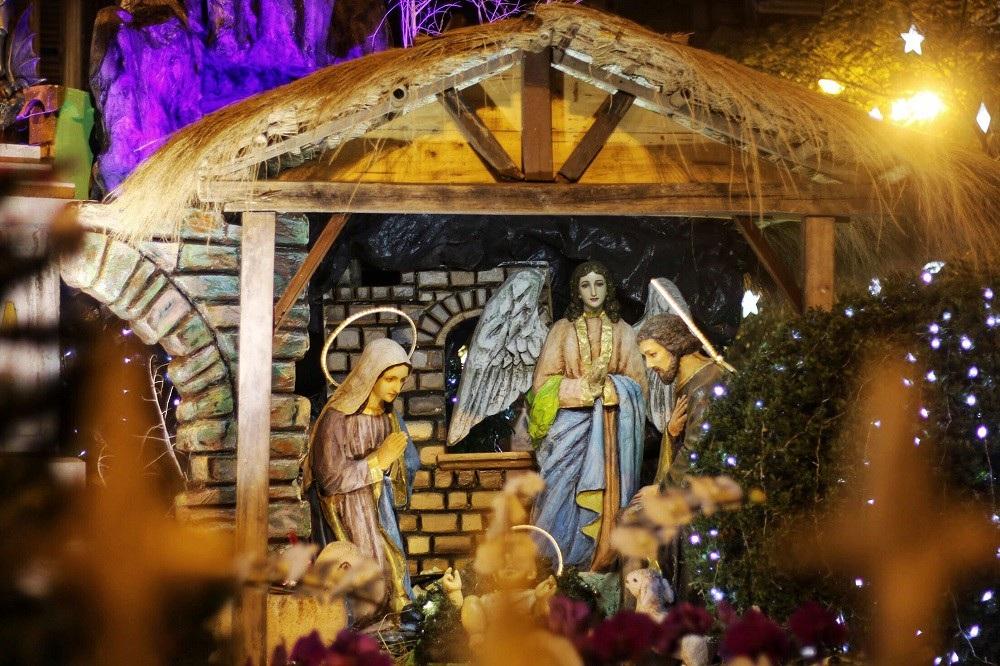 """""""Biển người"""" đổ về đón Noel, nhiều tuyến đường Hà Nội ùn tắc kéo dài - Ảnh 10."""